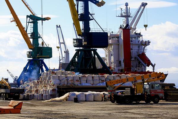 Работа в порту идёт бесперебойно.
