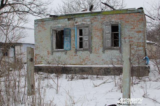 Усадьбу в хуторе Платово хозяева бросили и уехали жить в другое место.