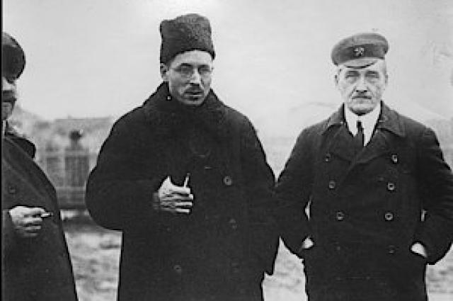 В начале XX века инженер Генрих Графтио (в центре) трижды предлагал построить на порогах реки мощную гидроэлектростанцию.