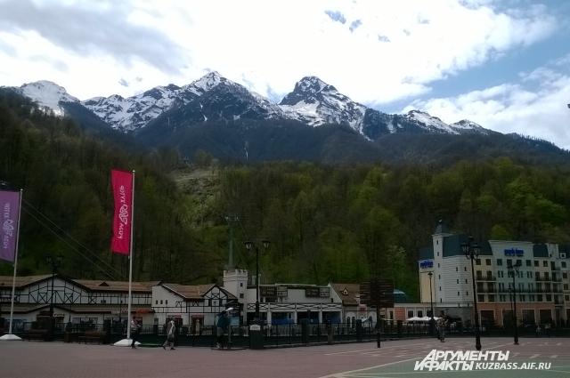 Ещё в Сочи есть горы и дороговизна.