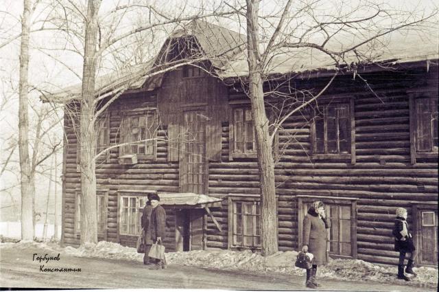 Кузнецкстроевцы жили, в основном, в бараках.