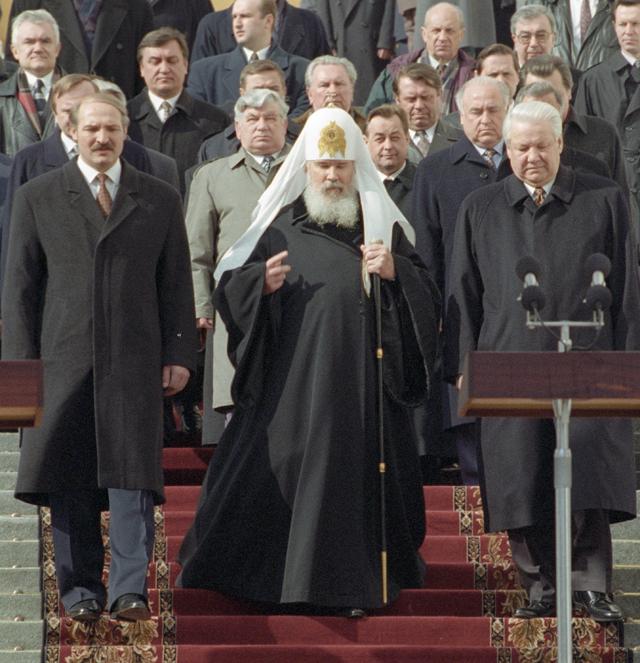Президент РФ Борис Ельцин, Президент Белоруссии Александр Лукашенко и Патриарх Московской и Всея Руси Алексий II.