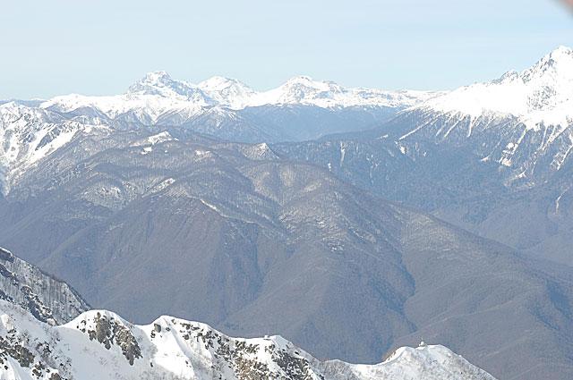 Лучше гор могут быть только горы. Это понимаешь, когда с отметки 500 метров поднимаешься на пик 2320 метров. Красная Поляна отсюда как на ладони