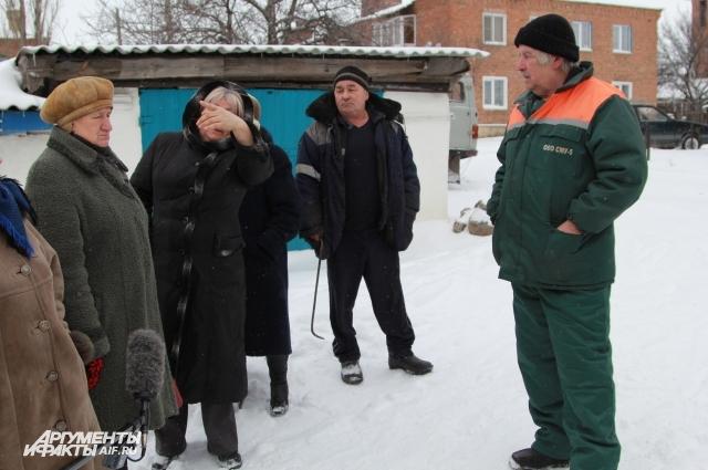 Слесарь котельной Владимир и активист Геннадий Чернов (справа).