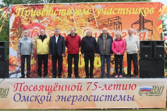на сцене главы компаний омской энергосистемы.