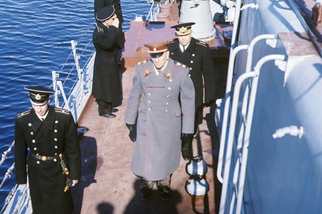 Андрей Гречко на борту противолодочного корабля. Маневры