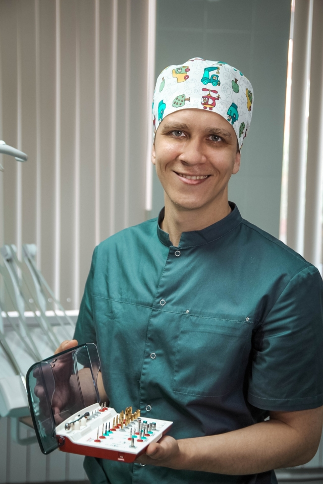 Стоматолог-хирург, имплантолог семейной стоматологии «Доктор Альбус» Сергей Дорофеев.