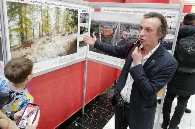 Василий Прудников провел экскурсию на открытии выставки.