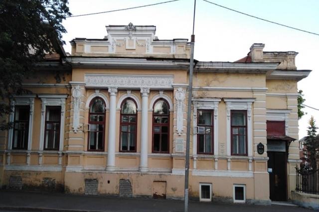 В доме Аносова сейчас находится детский сад.