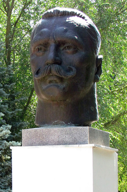 Бюст Ивана Поддубного в Ейске