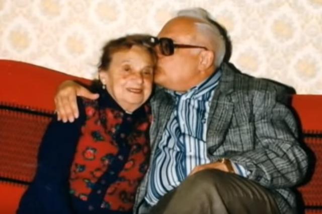 Владимир Ворошилов с матерью.