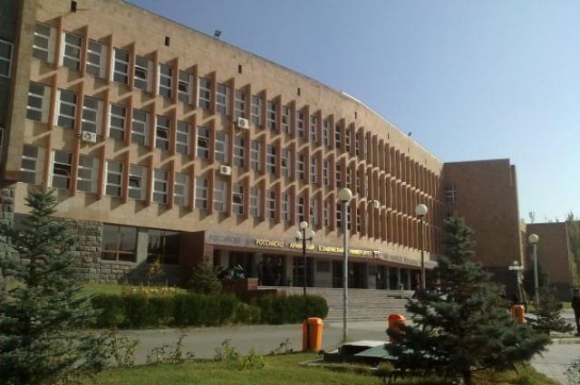 Университет действует в Ереване с 1997 года.