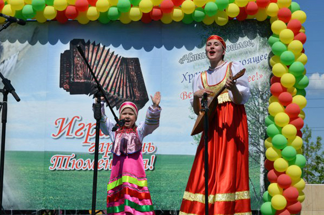 С культурными мероприятиями в городе соперничать сельчанам трудно, но руки не опускают: праздники всё равно проводят.
