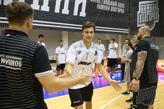 Иван Викторов все еще улыбается по-детски, но готов ко взрослому баскетболу.