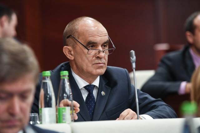 Депутатам пообещали, что министр образования Татарстана Энгель Фаттахов вскоре выступит с отчетом по преподаванию государственных языков республики.