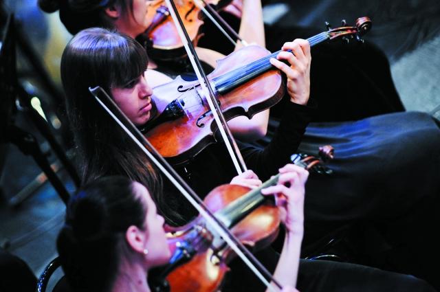 Но Тэ Чол работал более чем с 140 камерными симфоническими оркестрами в разных странах мира.