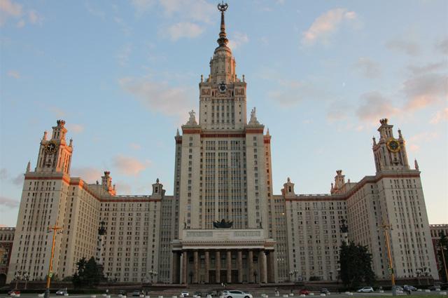 Главное здание МГУ на Воробьёвых горах.