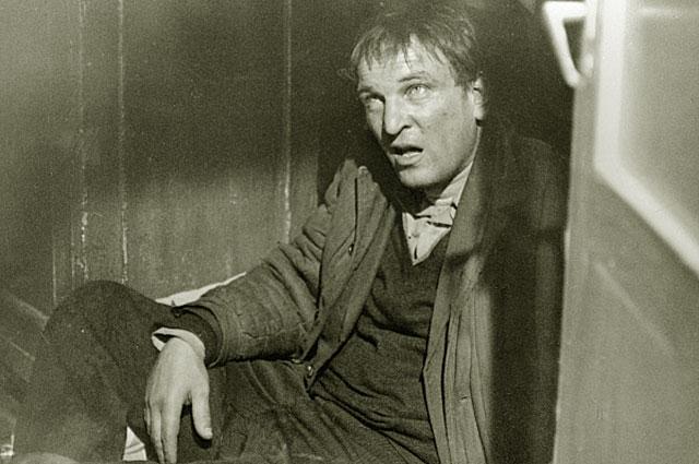 Алекей Петренко в роли Славы Кулигина на съемках художественного фильма Беда . 1978 год