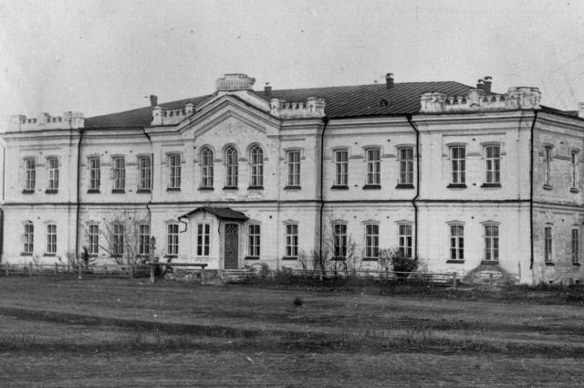 Здание Первой Омской мужской гимназии. Сейчас здесь располагается  Институт развития образования Омской области.