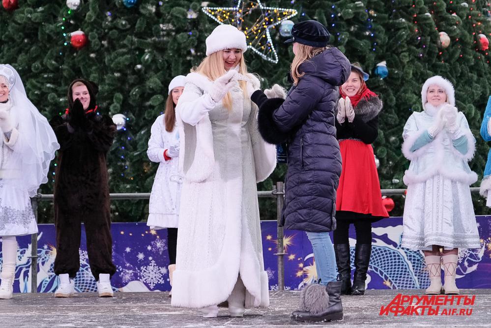 Корона победительницы досталась самой активной Снегурочке.