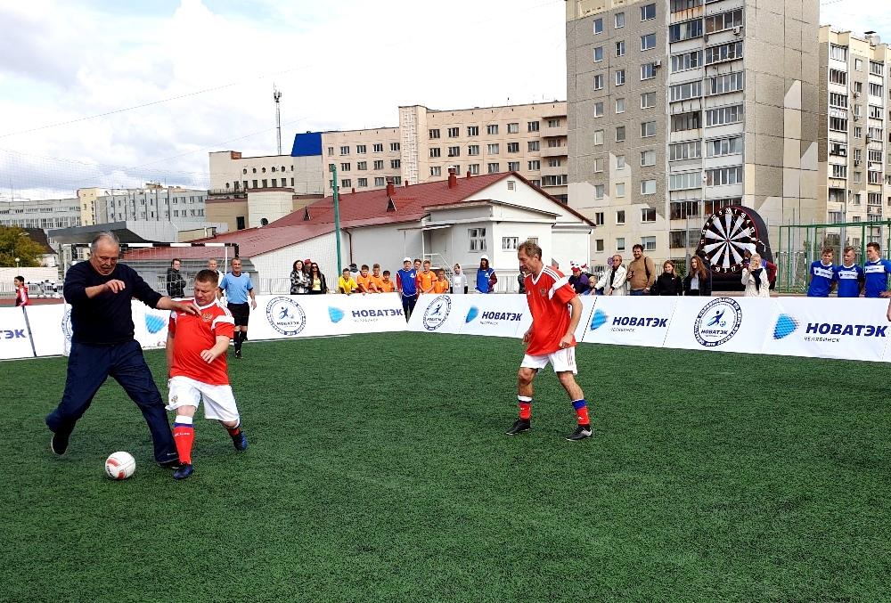 У гостей праздника была возможность попробовать свои силы против профессиональных спортсменов.