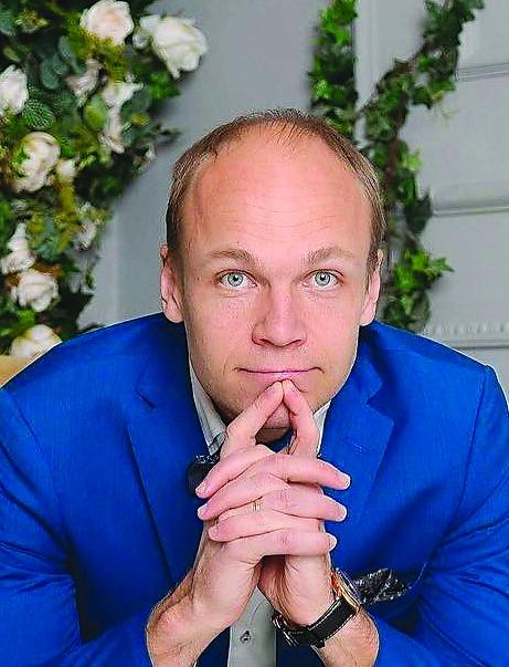 Алексей Норкин закончил ГТУ по специальности «Промышленное и гражданское строительство» в Перми с красным дипломом. Директор строительной компании, стаж в профессии больше 15 лет. Женат, трое сыновей. Увлекается бегом, карате, альпинизмом. Живёт в Краснодаре.
