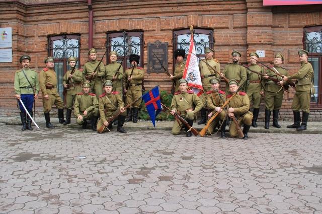 Открытие памятной доски на штабе 30-го сибирского стрелкового полка.