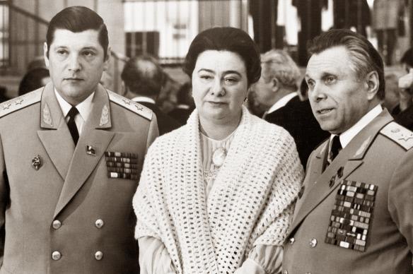 Юрий Чурбанов (слева), Галина Брежнева и Николай Щёлоков