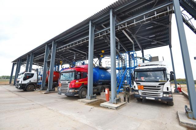 В перспективе компания планирует совсем уйти от транспортировки углеводородного сырья автомобильным транспортом.