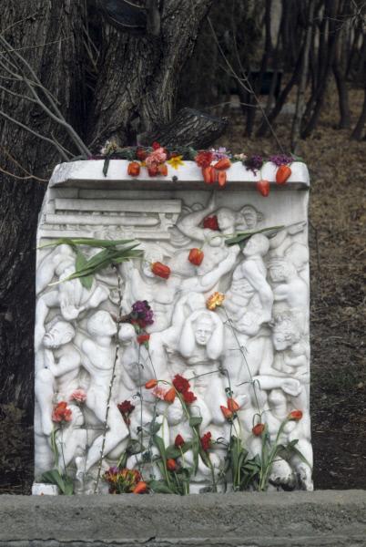 Камень памяти жертвам армянских погромов в Сумгаите, 2010 год