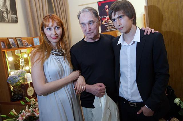Актер Владимир Коренев с дочерью Ириной и внуком Егором. 2010 год.