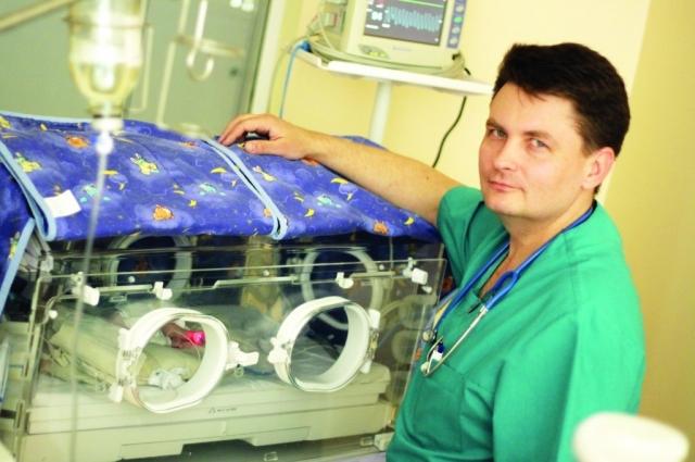 Врач Кирилл Замиралов на работе.