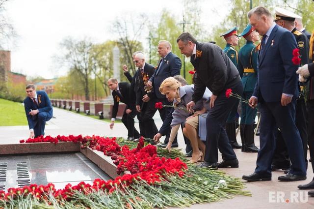 Ирина Яровая возложила цветы к Могиле Неизвестного Солдата.