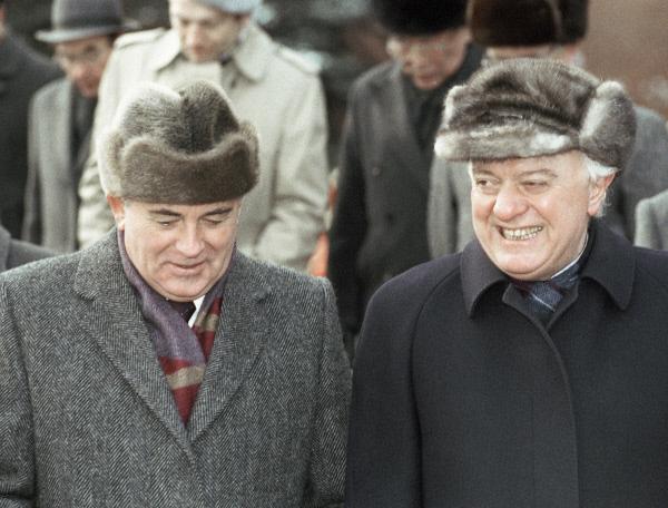 Президент СССР Михаил Горбачёв и министр иностранных дел СССР Эдуард Шеварднадзе