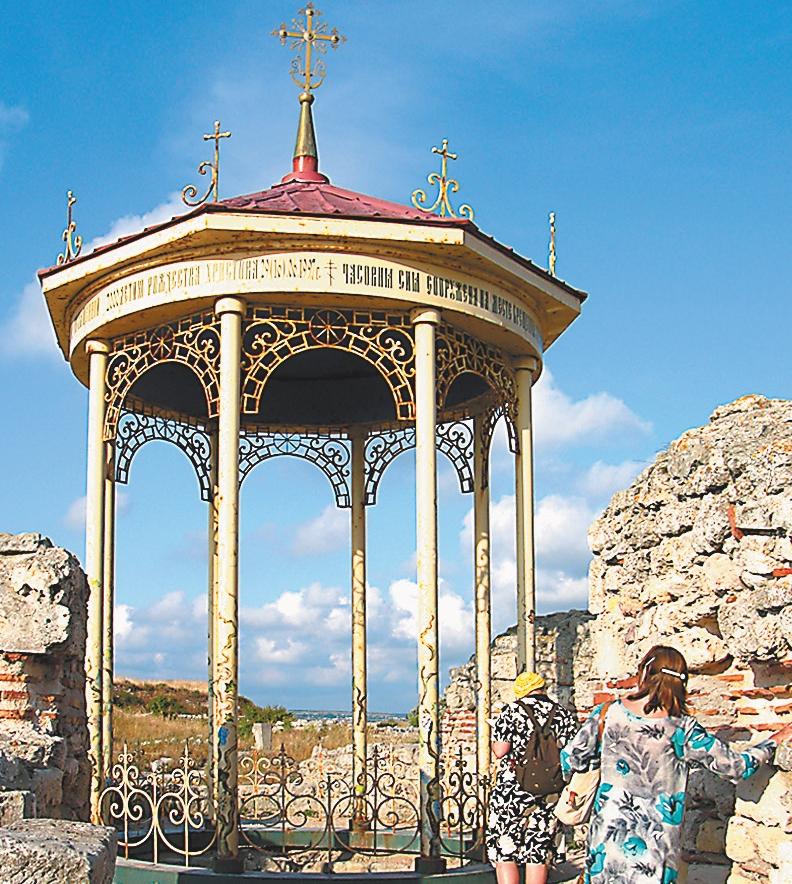 Крым, Древний Херсонес. На этом месте князь Владимир принял крещение