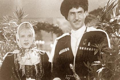 Марина Ладынина и Владимир Зельдин. Кадр из фильма «Свинарка и пастух»