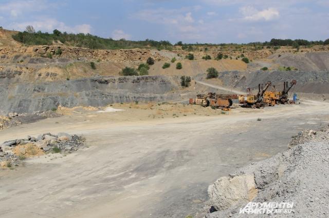 Карьеры по добыче строительного каменного материала в Жирнове работают уже долгие годы.