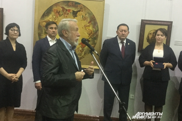 Директор Русского музея Владимир Гусев на открытиии выставки в Казани.
