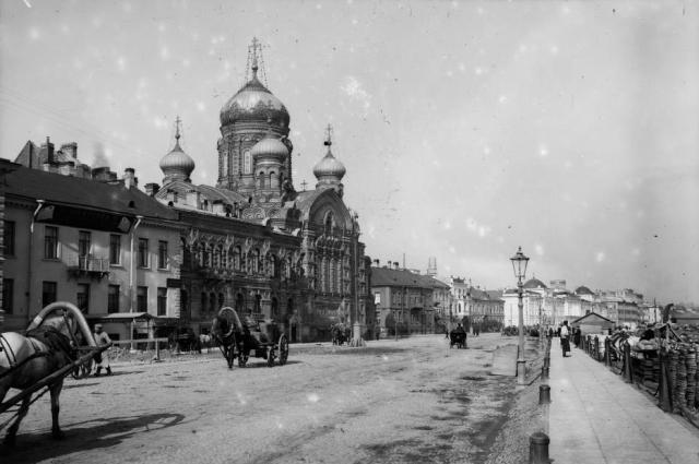 Такой была церковь, где встал на коньки Урманов, в 1900-х годах.