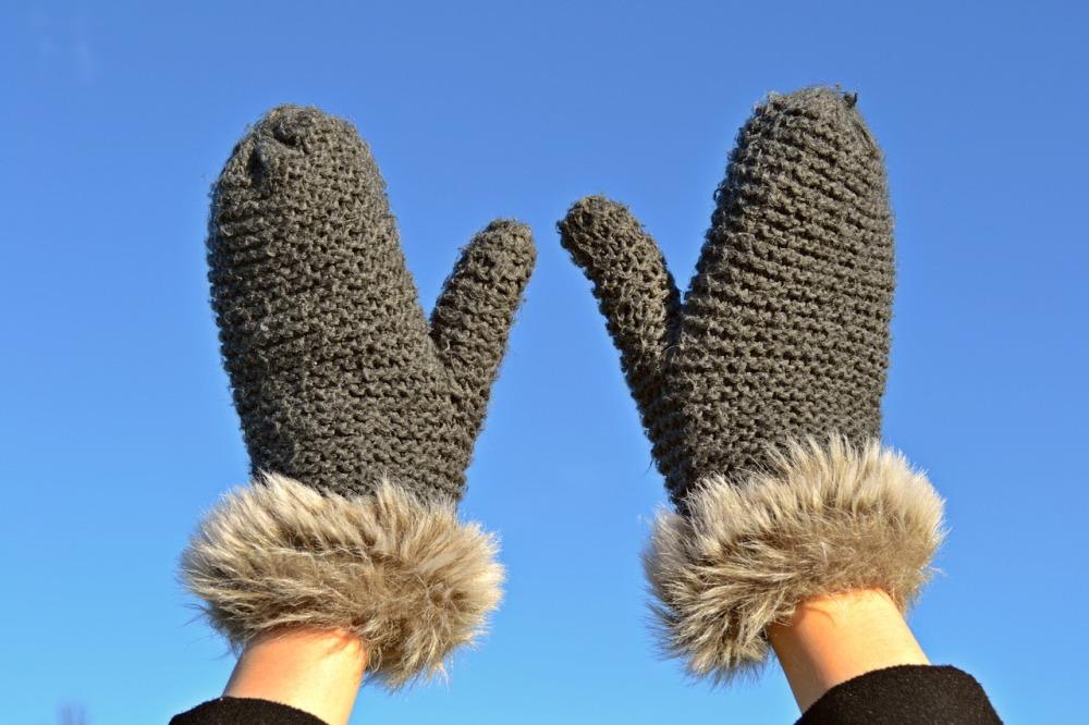 В мороз перчатки лучше сменить на толстые варежки.