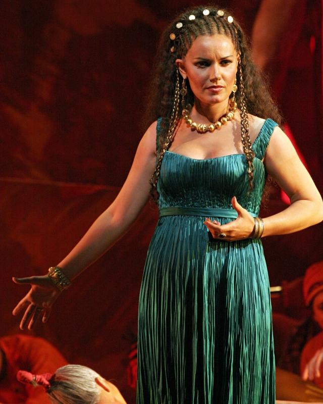 Марина в образе Далилы на сцене Metropolitan Opera.