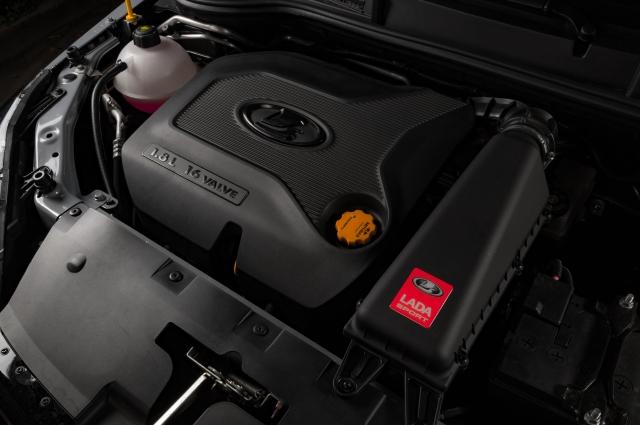 . На спортивный седан установили 1,8-литровый движок, мощность которого была увеличена до 145 л. с.