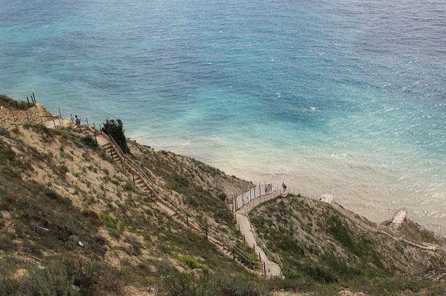 Спуск-подъем на «800 ступенек» для некоторых туристов из-за халатности заканчивается плачевно
