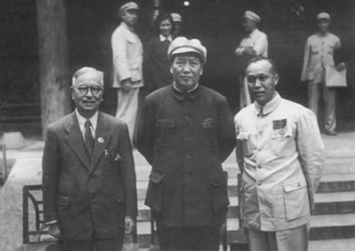 Мао Цзэдун (в центре) в 1949 году.