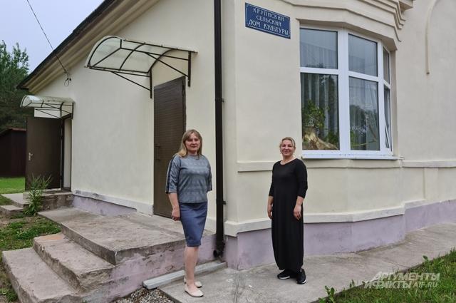 Глава Круппской Волости Светлана Жирнова (слева).