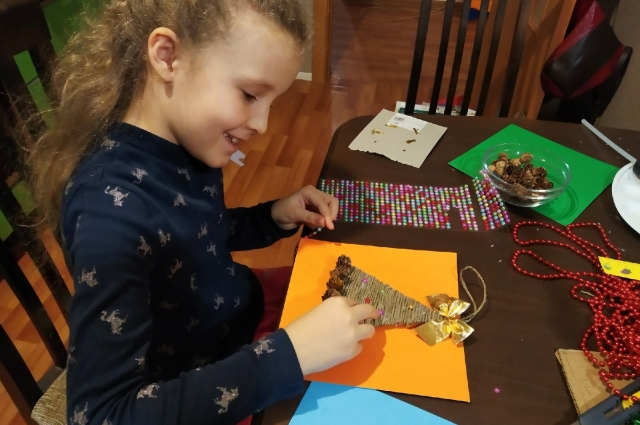 Детям точно понравится совместное новогоднее творчество.