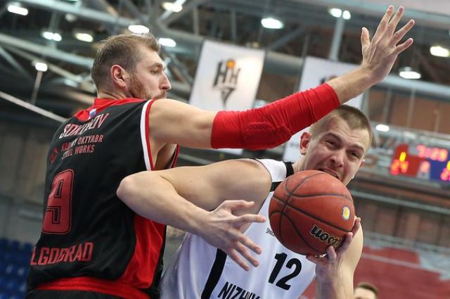 Во встрече с «Нижним» центровой волгоградцев Дмитрий Соколов отлично защищался. Российский баскетболисты все-таки умеют играть?
