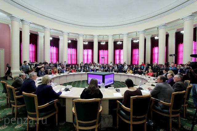 Пресс-конференция главы региона проходила в Большом зале областного правительства.