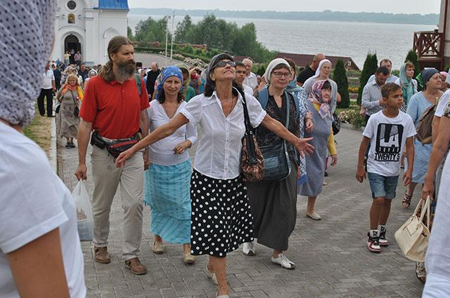 Паломники едут в Винновку со всей России.