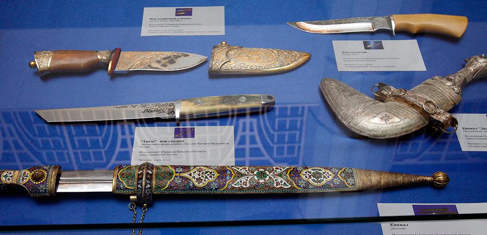 Оружие из коллекции А. Тулеева продавали на аукционе.